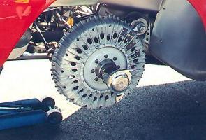 Прикрепленное изображение: maserati 300S, вентилируемыми передними барабанными тормозами.JPG