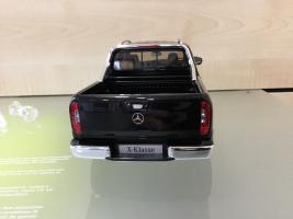 Прикрепленное изображение: Mercedes-Benz-X-Klasse-Pickup-in-Kabaraschwarz-118-Samlermodell-_57.jpg