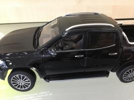 Прикрепленное изображение: Mercedes-Benz-X-Klasse-Pickup-in-Kabaraschwarz-118-Samlermodell-_57.9.jpg