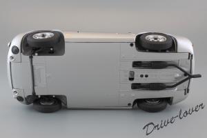 Прикрепленное изображение: Porsche 550 Spyder (set with VW T1 Renntransporter) Schuco 450007700_29.jpg