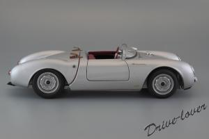 Прикрепленное изображение: Porsche 550 Spyder (set with VW T1 Renntransporter) Schuco 450007700_05.jpg