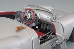 Прикрепленное изображение: Porsche 550 Spyder (set with VW T1 Renntransporter) Schuco 450007700_25.jpg