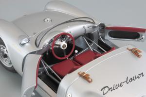 Прикрепленное изображение: Porsche 550 Spyder (set with VW T1 Renntransporter) Schuco 450007700_27.jpg