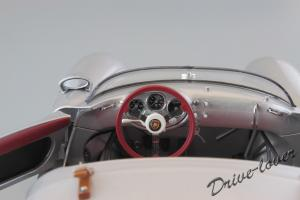 Прикрепленное изображение: Porsche 550 Spyder (set with VW T1 Renntransporter) Schuco 450007700_26.jpg