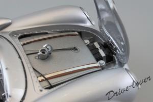 Прикрепленное изображение: Porsche 550 Spyder (set with VW T1 Renntransporter) Schuco 450007700_18.jpg