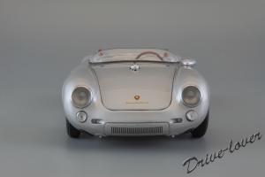 Прикрепленное изображение: Porsche 550 Spyder (set with VW T1 Renntransporter) Schuco 450007700_06.jpg