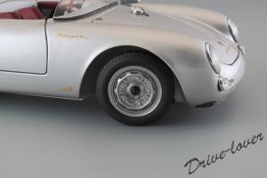 Прикрепленное изображение: Porsche 550 Spyder (set with VW T1 Renntransporter) Schuco 450007700_16.jpg