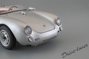 Прикрепленное изображение: Porsche 550 Spyder (set with VW T1 Renntransporter) Schuco 450007700_11.jpg
