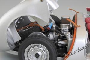 Прикрепленное изображение: Porsche 550 Spyder (set with VW T1 Renntransporter) Schuco 450007700_22.jpg