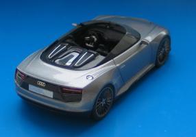 Прикрепленное изображение: Audi_e-tron_Spyder-02.jpg