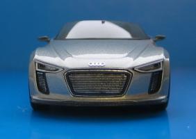 Прикрепленное изображение: Audi_e-tron_Spyder-03.jpg