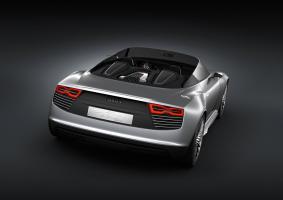 Прикрепленное изображение: Audi_e-tron_Spyder-002.jpg