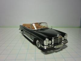 Прикрепленное изображение: Mercedes-Benz 280SE 3.5 Cabriolet (FALLER)-143.JPG