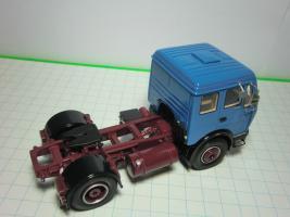 Прикрепленное изображение: 143 NEO MERCEDES BENZ NG73NG80 tractor Blue 1.JPG