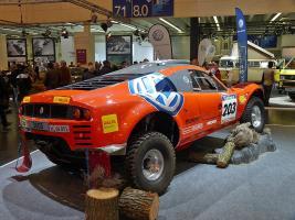Прикрепленное изображение: 800px-Volkswagen_Tarek_Paris-Dakar_2003_backright_2010-04-08_A.jpg