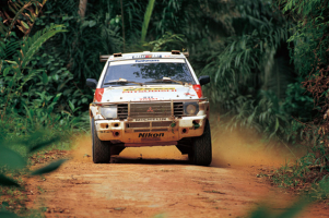 Прикрепленное изображение: 1992mitsubishipajerodakar02.png