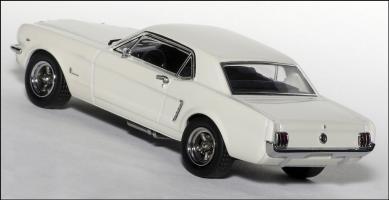 Прикрепленное изображение: 1965 Ford Mustang Plain Body Race Car - Apex Replicas - AR0204 - 4_small.jpg