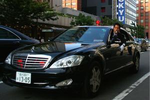 Прикрепленное изображение: 800px-Mercedes-Benz_W221_S600_long_security_police.jpg