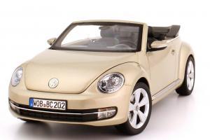 Прикрепленное изображение: 1zu18_VW_Beetle_Cabriolet_2012_silber_Volkswagen_Kyosho_5C3099302P7W_23775_01.JPG