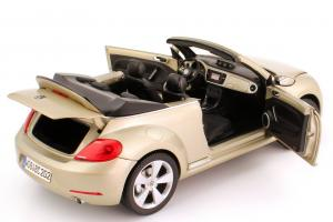 Прикрепленное изображение: 1zu18_VW_Beetle_Cabriolet_2012_silber_Volkswagen_Kyosho_5C3099302P7W_23775_11.JPG