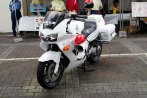 Прикрепленное изображение: 800px-Japanese_HONDA_VFR800P_police_motorcycle.jpg