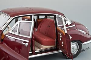 Прикрепленное изображение: BMW 502 2.6 Luxus Autoart 70594_10.jpg