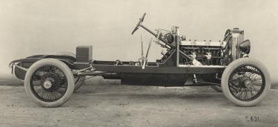 Прикрепленное изображение: Mercedes 28`95 hp, contemporary photo of a chassis.jpg