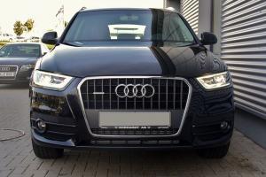 Прикрепленное изображение: 800px-Audi_Q3_2.0_TDI_quattro_S_tronic_Phantomschwarz_Front.JPG
