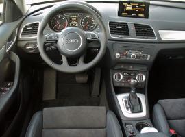 Прикрепленное изображение: 800px-Audi_Q3_2.0_TDI_quattro_S_tronic_Phantomschwarz_Interieur.JPG