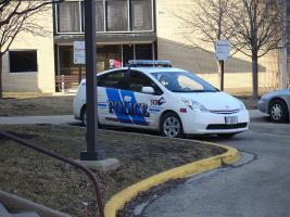 Прикрепленное изображение: 800px-Toyota_Prius-Hybrid_Cop_car-NIU_police.JPG