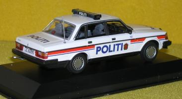 Прикрепленное изображение: Volvo 240gl politi P1010156.JPG
