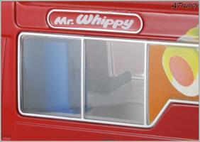 Прикрепленное изображение: 2006 Mercedes-Benz Sprinter W906 Walls Ice Cream Whitby Mondial Ice Cream Van - Oxford Diecast - WM001 - 2_small.jpg