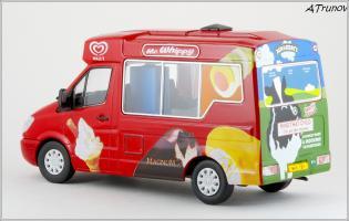 Прикрепленное изображение: 2006 Mercedes-Benz Sprinter W906 Walls Ice Cream Whitby Mondial Ice Cream Van - Oxford Diecast - WM001 - 3_small.jpg