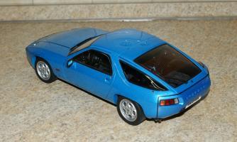 Прикрепленное изображение: Porsche 928 1977-95 AutoArt (2).JPG