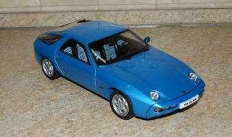 Прикрепленное изображение: Porsche 928 1977-95 AutoArt (1).JPG