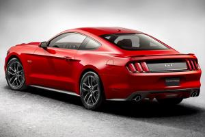 Прикрепленное изображение: Ford представил новый Mustang.jpg