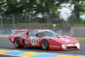 Прикрепленное изображение: S0-Video-Le-Mans-Classic-embarquez-avec-Soheil-Ayari-en-Ferrari-365-GTB4-Daytona-et-en-BB512-LM-267472.png