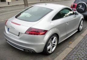 Прикрепленное изображение: 800px-Audi_TTS_Coupé_Eissilber_Heck.JPG