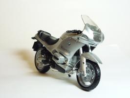 Прикрепленное изображение: BMW R 1150 RS \'2000 (Bburago) 3.JPG