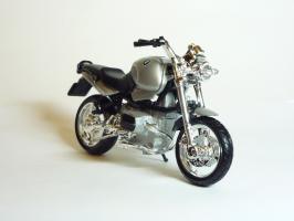 Прикрепленное изображение: BMW R 1100 R \'1994 (Bburago) 3.JPG