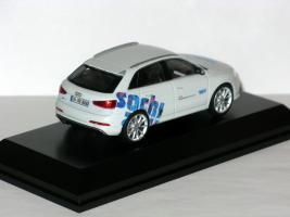 Прикрепленное изображение: 2013 Audi RS Q3 Typ (8U) Gletscherweiß (Schuco) Limited Edition 004.JPG