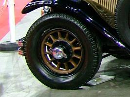 Прикрепленное изображение: Mercedes-Benz_630K-front-wheel.jpg
