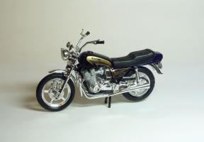 Прикрепленное изображение: Suzuki GSX 750 (Maisto).JPG