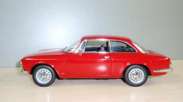Прикрепленное изображение: Alfa Romeo 1750  Autoart (2).JPG