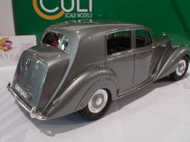 Прикрепленное изображение: Bentley MK VI Saloon Baujahr 1950 Cult Scale Models3.JPG