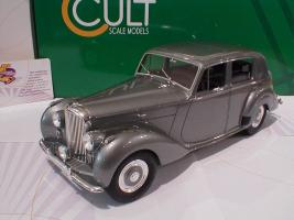 Прикрепленное изображение: Bentley MK VI Saloon Baujahr 1950 Cult Scale Models.JPG