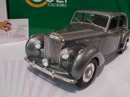 Прикрепленное изображение: Bentley MK VI Saloon Baujahr 1950 Cult Scale Models1.JPG