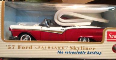Прикрепленное изображение: 1957 Ford Fairlane Skyliner (1).JPG