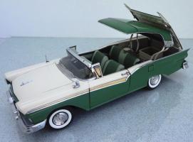 Прикрепленное изображение: 1957 Ford Fairlane Skyliner (4).jpg