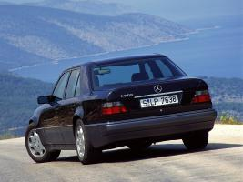Прикрепленное изображение: Mercedes-E-Klasse-E500-W124-1993-1995-Photo-01.jpg